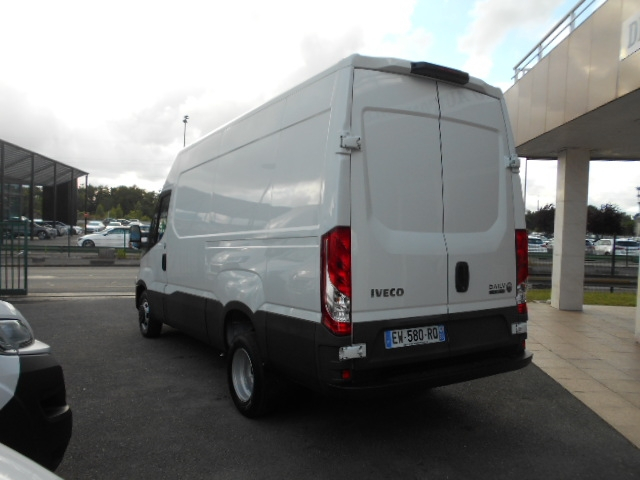 Photo 5 de l'offre de IVECO DAILY FG 35C14V12 à 29880€ chez Deal pro automobiles