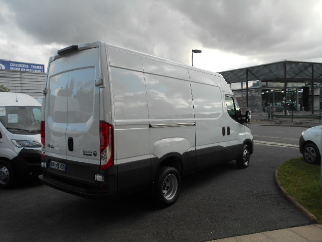 Photo 6 de l'offre de IVECO DAILY FG 35C14V12 à 29880€ chez Deal pro automobiles